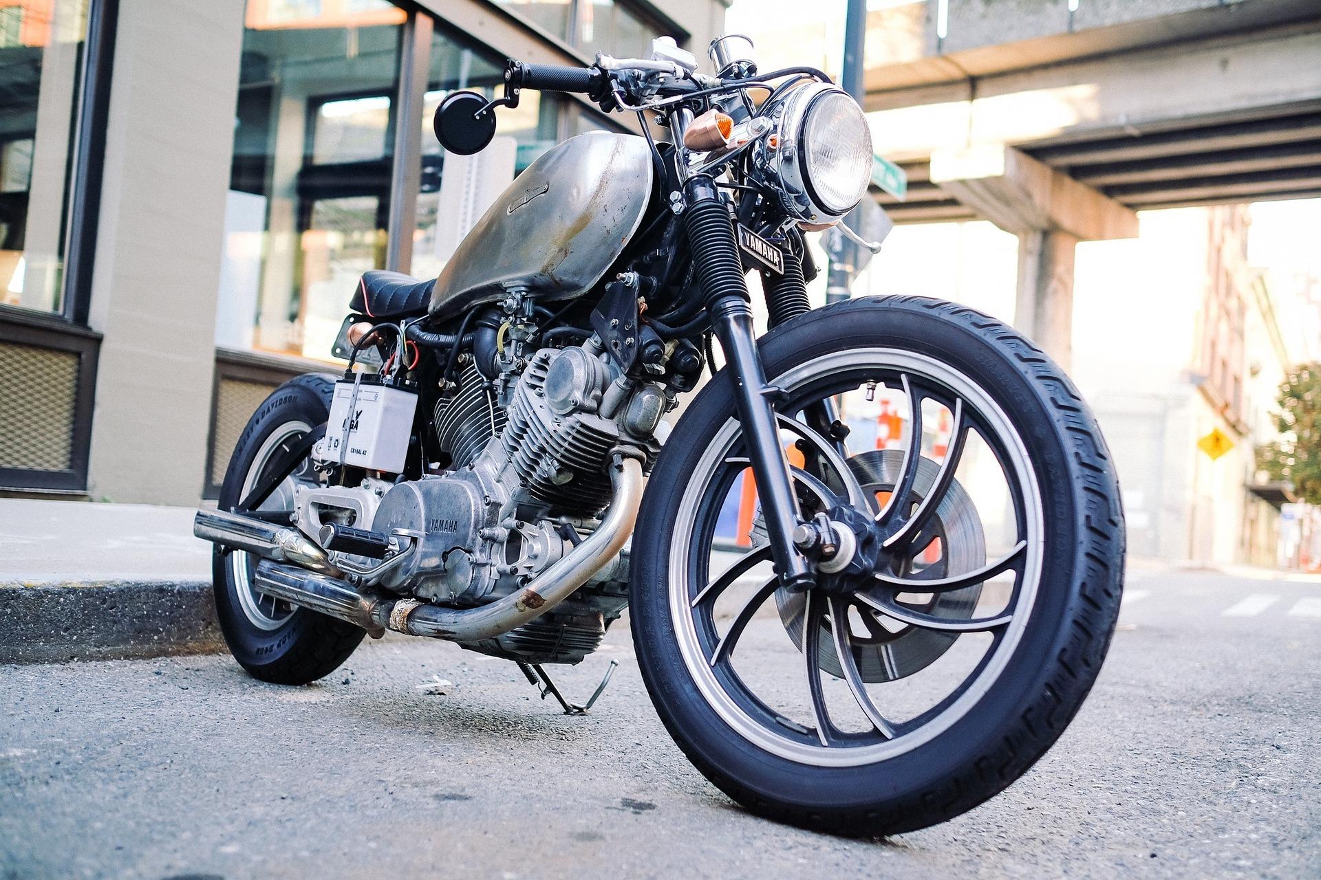 Comment protéger sa moto en intérieur comme en extérieur ?